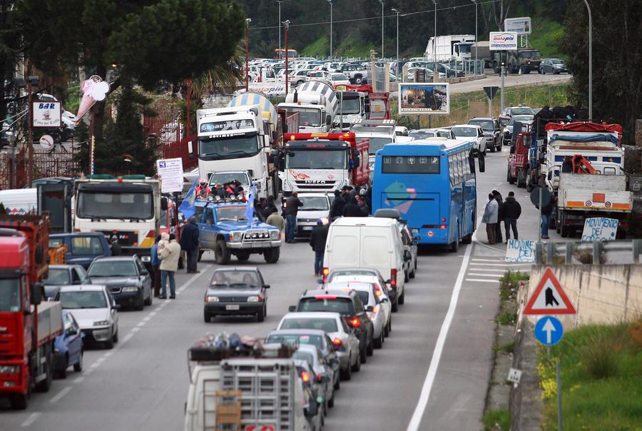В Италии новый мост стоимостью €13 млн обвалился спустя две недели после открытия