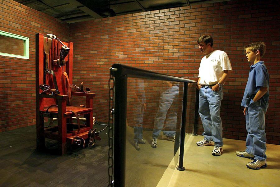 В штате Теннесси разрешили использовать электрический стул для казни - при нехватке препаратов для смертельных инъекций
