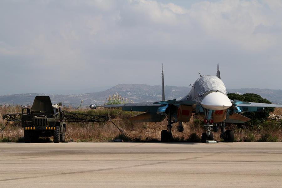Фотографии визита иностранных журналистов на базу российской авиагруппы в Сирии