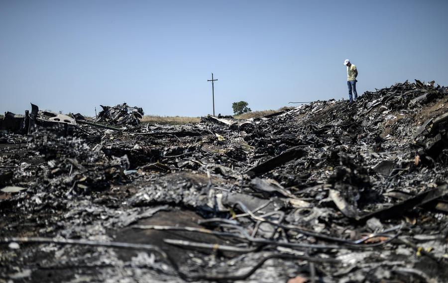 Украинская армия отказывается пропустить экспертов к месту крушения Boeing и продолжает наступление
