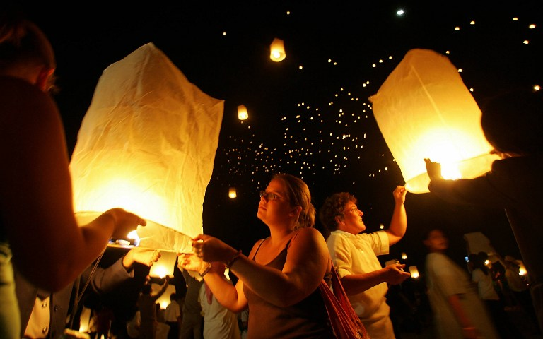 Thai Airlines меняет расписание из-за китайских фонариков - они могут сбить самолет