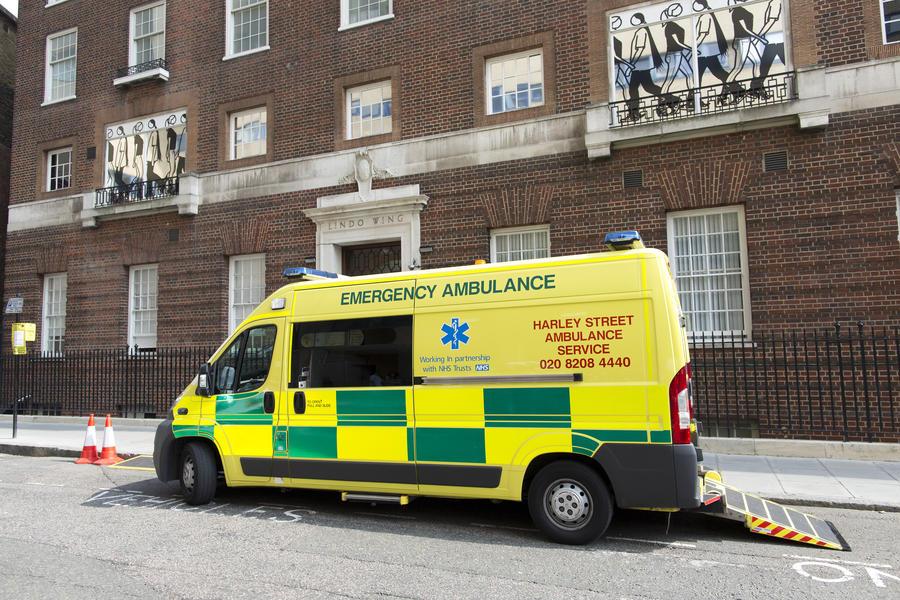 Потеря ключей от машины скорой помощи привела к смерти пациента в Великобритании