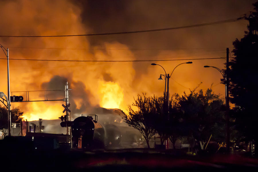 Канадские железнодорожники винят пожарных в крушении нефтяного состава