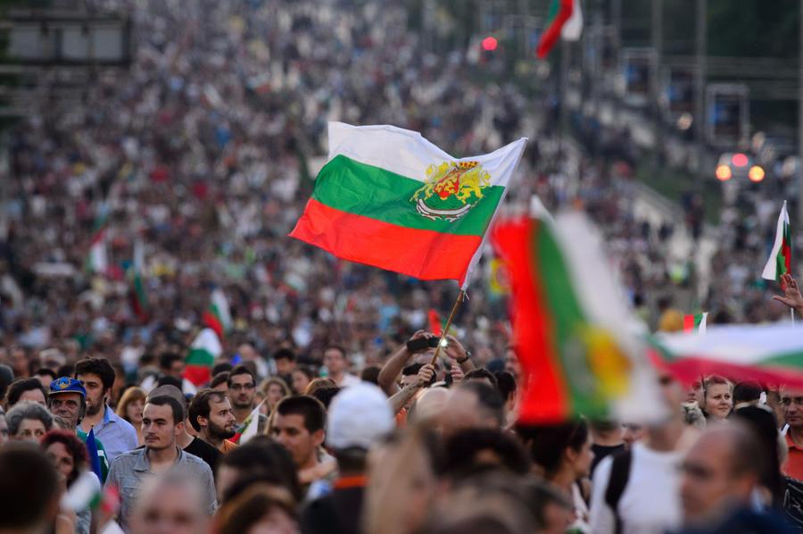 Жители Болгарии больше трёх недель подряд пытаются сместить премьер-министра