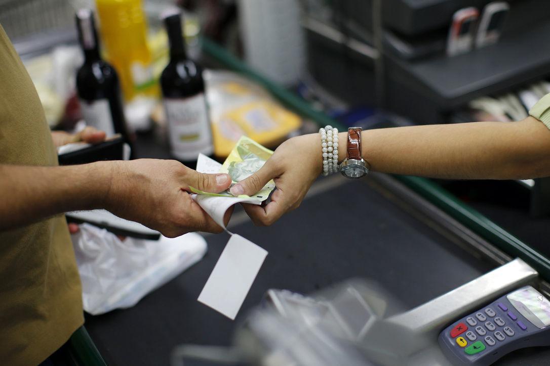 Венесуэла девальвирует свою валюту на 32%