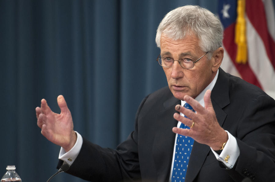 Глава минобороны США: На работу в Пентагон вернут 400 тыс. гражданских служащих