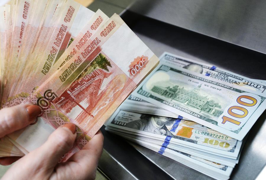 Bloomberg назвал рубль самой доходной валютой апреля