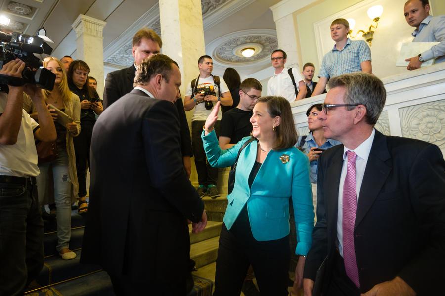 Украинские СМИ: За поправки в Конституцию Рада голосовала под присмотром Нуланд