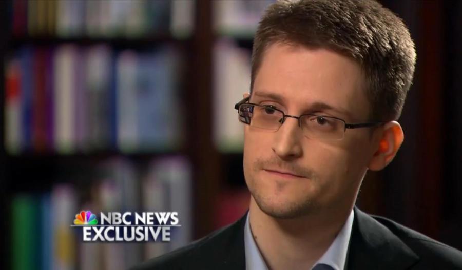 Разоблачитель спецслужб США Эдвард Сноуден отмечает год пребывания в России