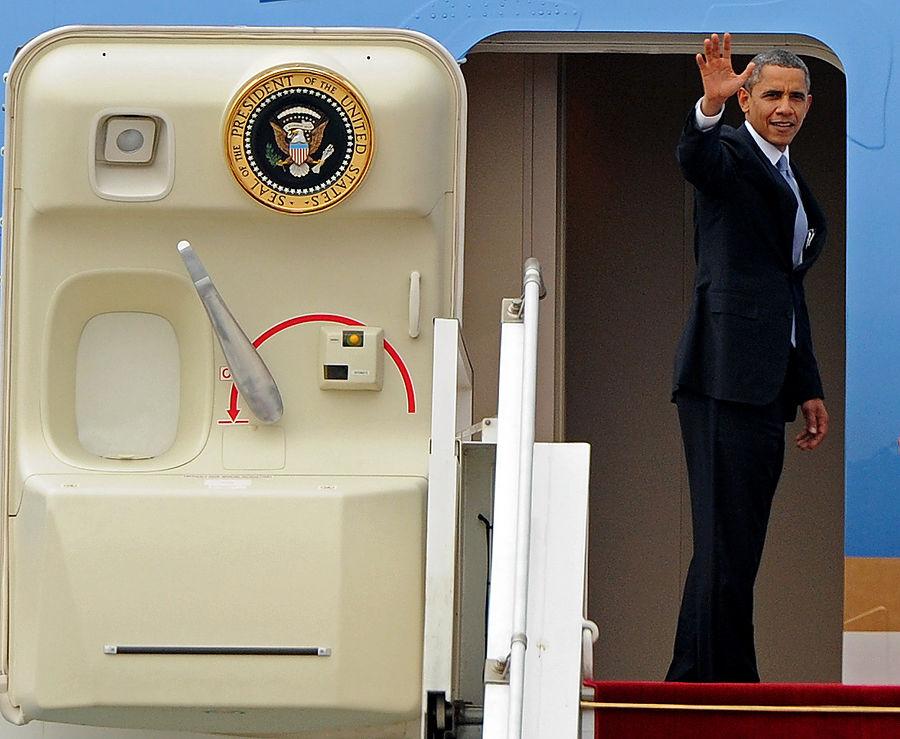 «КоммерсантЪ»: Барак Обама не прилетит в Москву до сентября