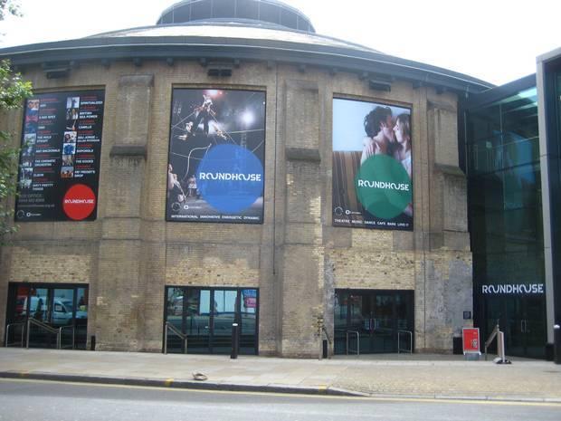 Четыре человека пострадали в результате обрушения декораций в лондонском концертном зале