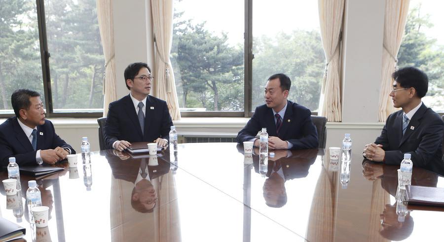 КНДР и Южная Корея сели за стол переговоров
