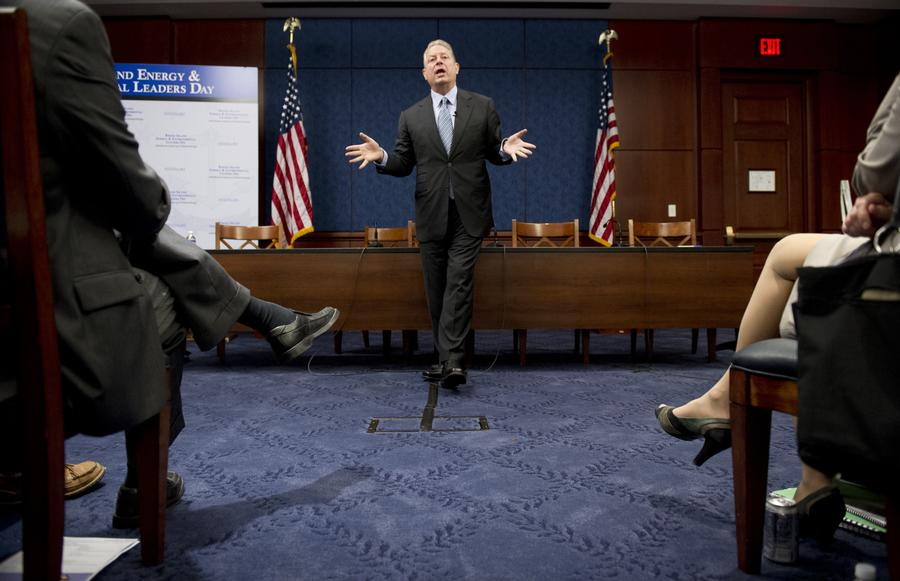 Бывший вице-президент США: американскую демократию взломали, она прислуживает лоббистам