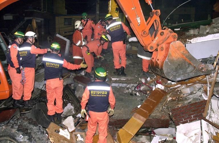 В Южной Корее рухнуло здание, под завалами могут оставаться до 20-ти человек