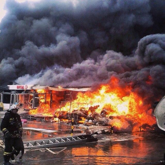 СМИ: Сотрудник МЧС погиб в результате пожара в казанском ТЦ «Адмирал»