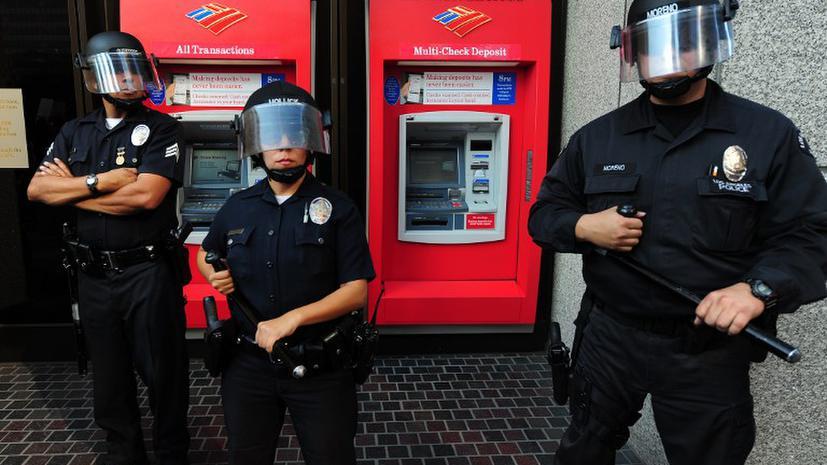 Стрельба в США не прекращается: неизвестный открыл пальбу на парковке торгового центра в Калифорнии