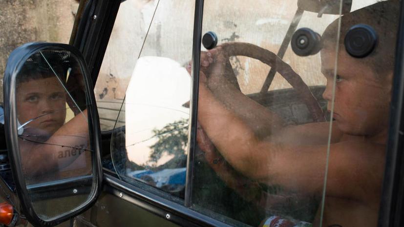 В Госдуме предлагают ввести жёсткое наказание за оставление детей в автомобиле без присмотра