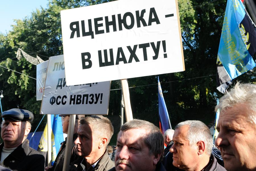 СМИ: Арсения Яценюка могут отстранить от должности в связи с коррупцией