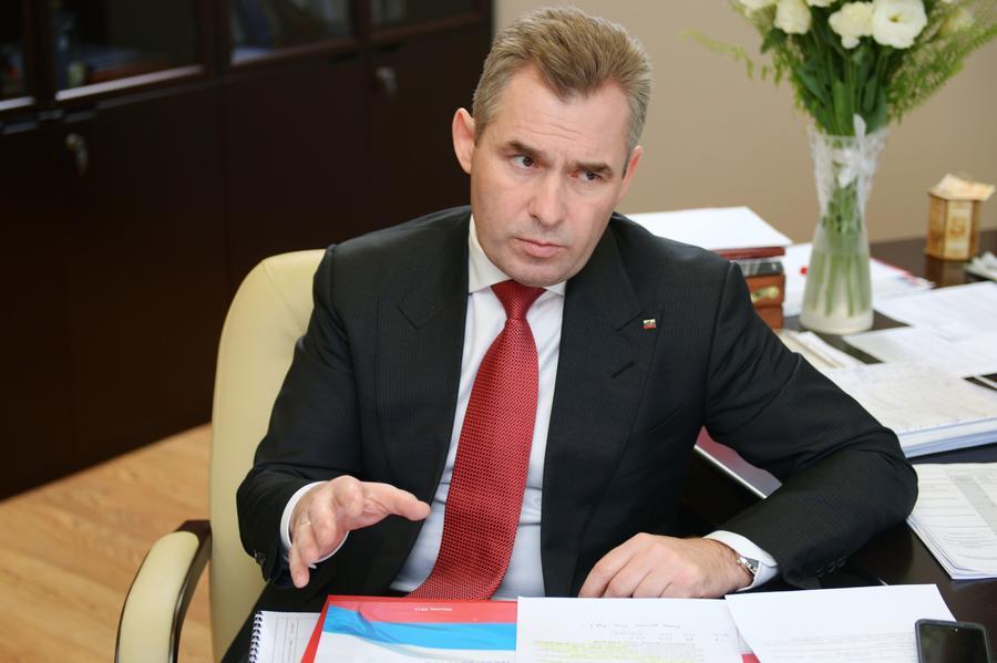 Павел Астахов: Необходимо наказывать родителей, оставляющих детей без присмотра в машине