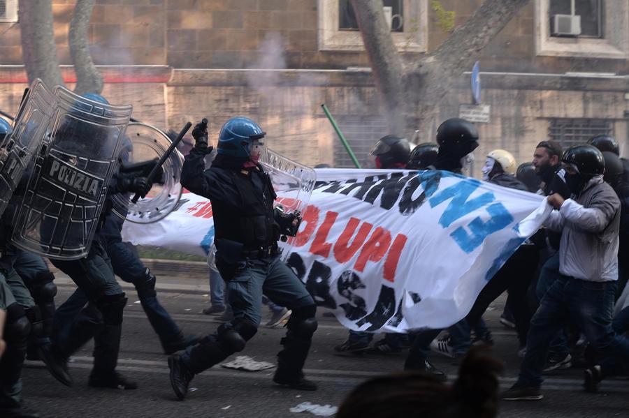 В Риме задержаны около 80 участников антиправительственных манифестаций