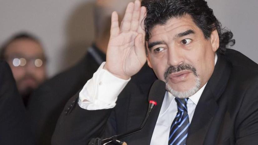 Диего Марадона кинулся на журналистов с камнями после намека на его лишний вес