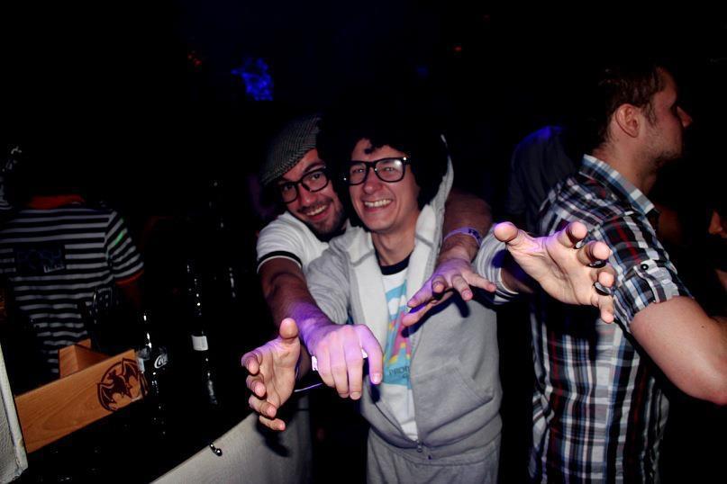 Троянский конь греческих ночных клубов: гостям подсыпают наркотик, угнетающий волю