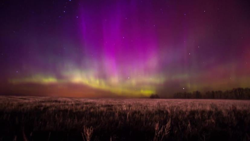 Северное сияние в небе над европейской частью России: жители могли полюбоваться редким явлением