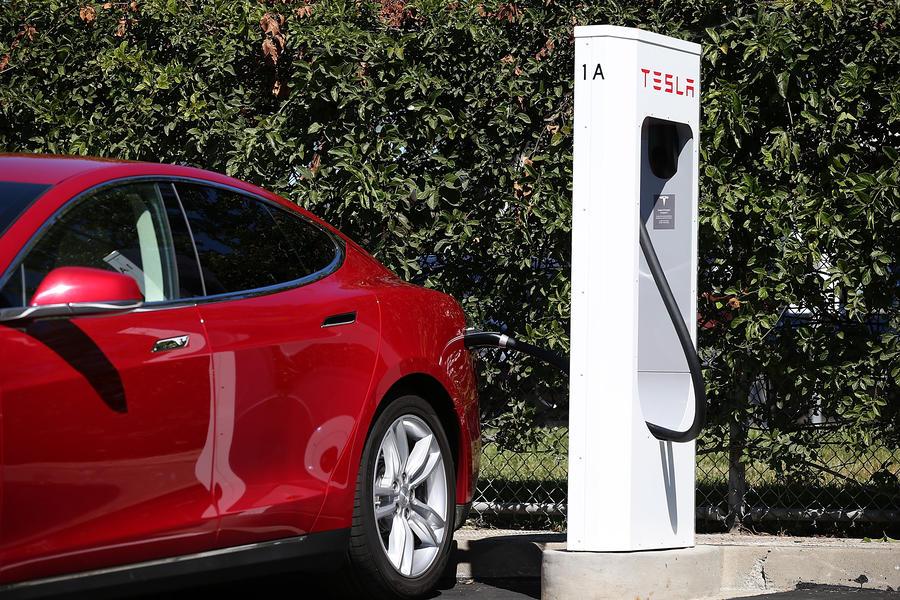 BMW присматривается к электромобилям Tesla