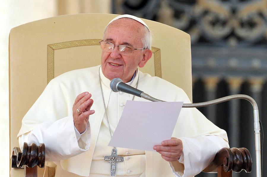Папа Франциск: Необходимо быть толерантнее по отношению к женщинам, геям, абортам и разводам