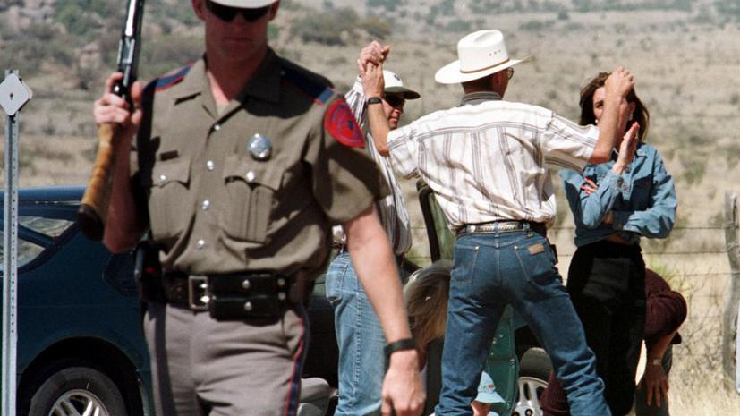 Техасские рейнджеры обстреляли с вертолета машину с нелегальными иммигрантами: двое погибли