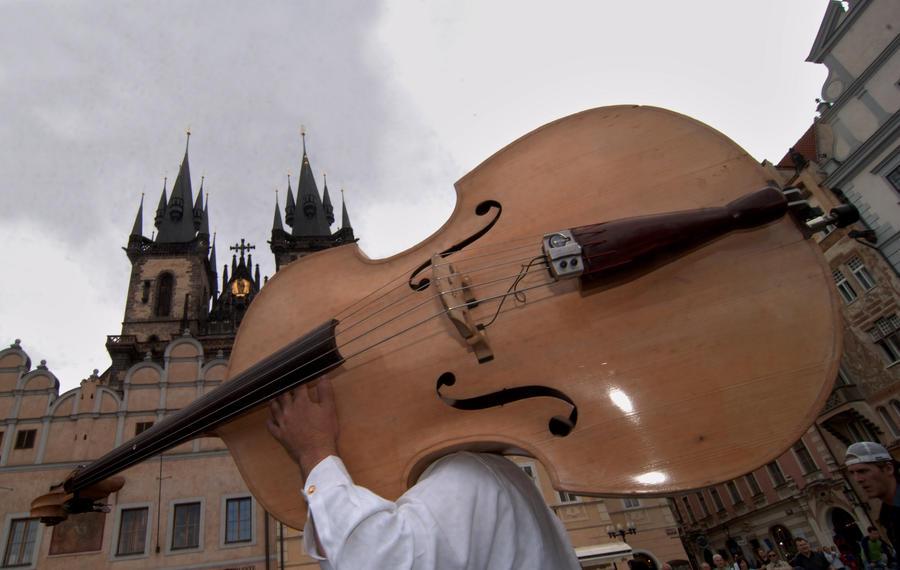 Ваша песенка спета: власти Праги запретили уличных музыкантов