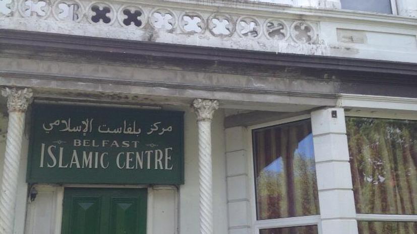 Исламский центр в Белфасте закидали краской
