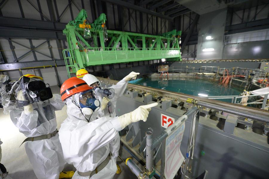 На «Фукусиме» готовятся к опасной процедуре: извлечению 400 тонн ядерного топлива
