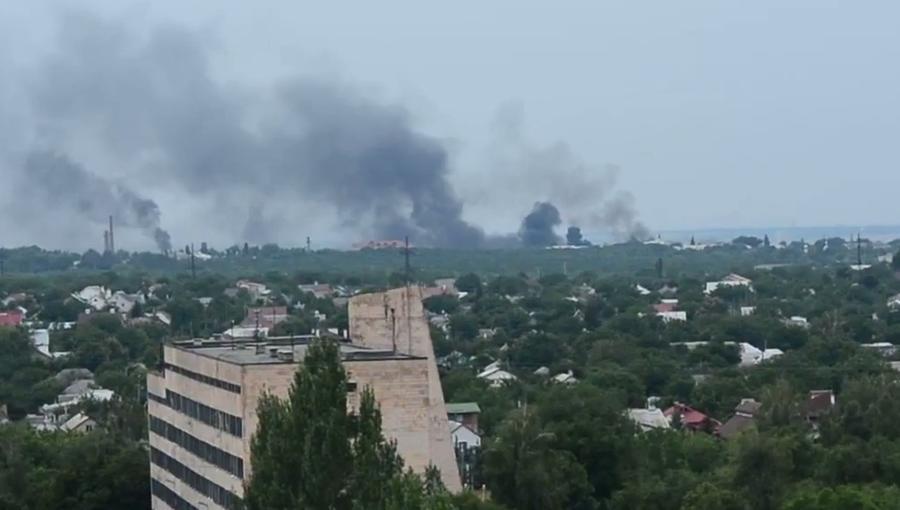 ЛНР: Украинские силовики ведут артиллерийский обстрел жилых кварталов Луганска