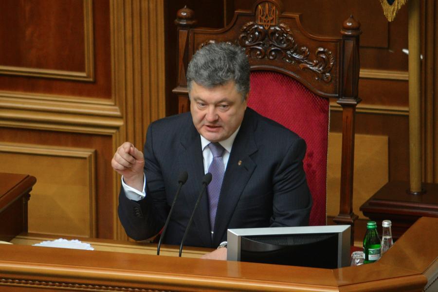 Эксперты: Со стороны Порошенко безответственно заявлять о перемирии и позволять силовикам продолжать огонь
