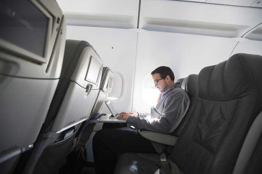 Американский хакер рассказал, как перехватывал управление авиалайнером в воздухе