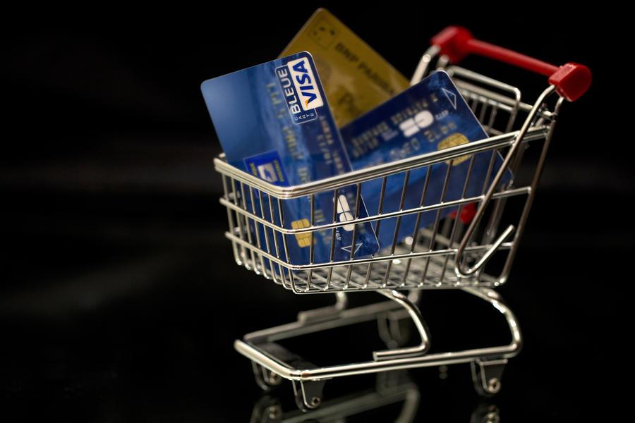 Россияне все чаще расплачиваются банковскими картами