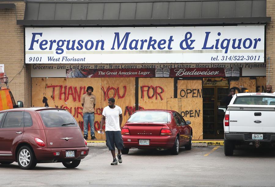 После погромов в Фергюсоне владельцы разграбленных магазинов остались наедине со своей бедой