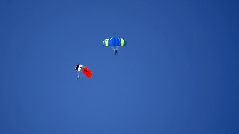 Два самолёта с парашютистами столкнулись в воздухе