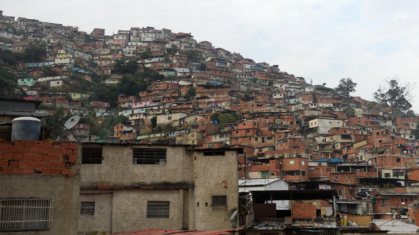 Самолет упал на жилой квартал в Венесуэле: сообщается о двух погибших