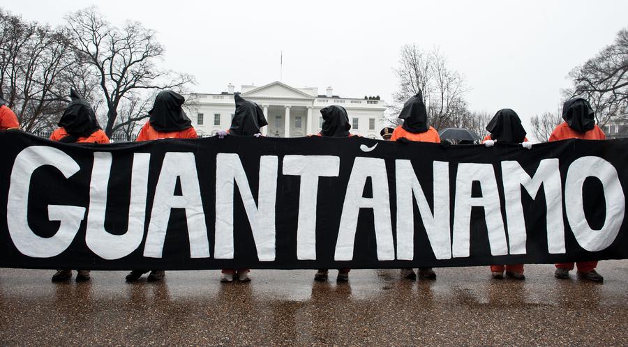 Узник Гуантанамо попросил судью прекратить принудительное кормление и прислать «Игру престолов»