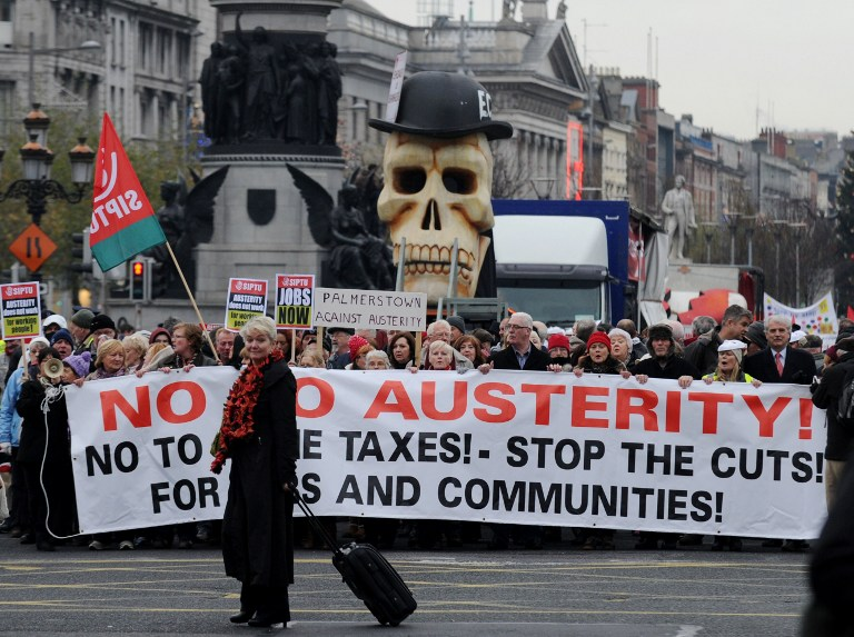 Тысячи ирландцев провели акцию протеста против политики затягивания поясов