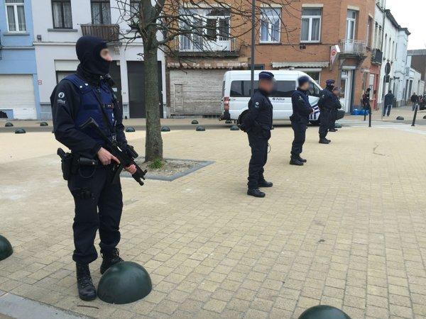 В Брюсселе полиция провела масштабную антитеррористическую спецоперацию