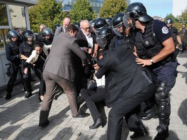 В Косово применили силу против демонстрантов, недовольных продажей энергосетей турецкой компании