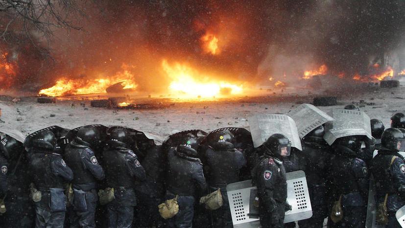 Бойцы «Беркута» и протестующие в Киеве заключили временное перемирие