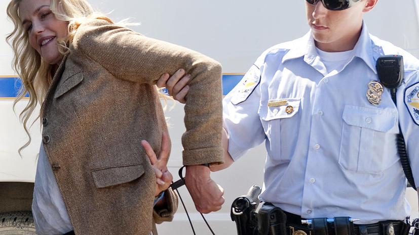 Актриса Дэрил Ханна арестована у стен Белого дома в ходе акции протеста