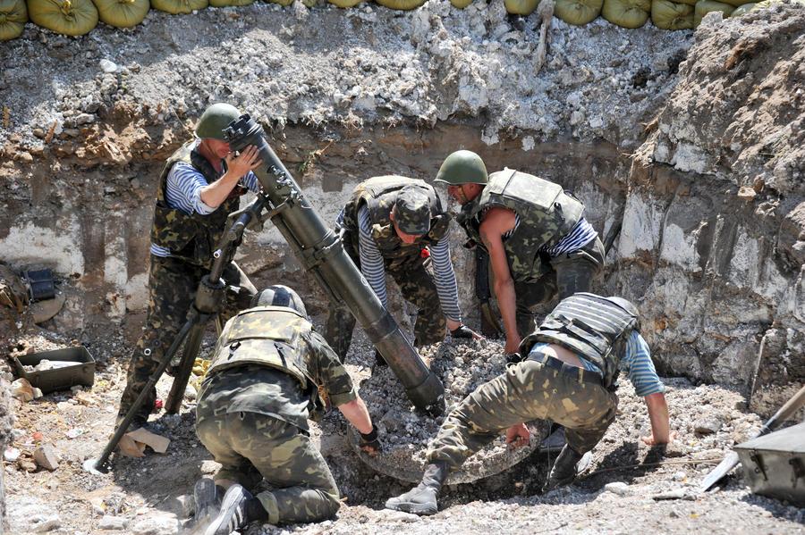 Украинские военные продолжают бои в Новороссии, несмотря на продление перемирия