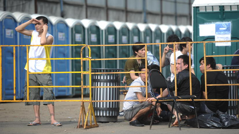 Большинство обитателей лагеря для нелегалов в Москве пока не опознаны