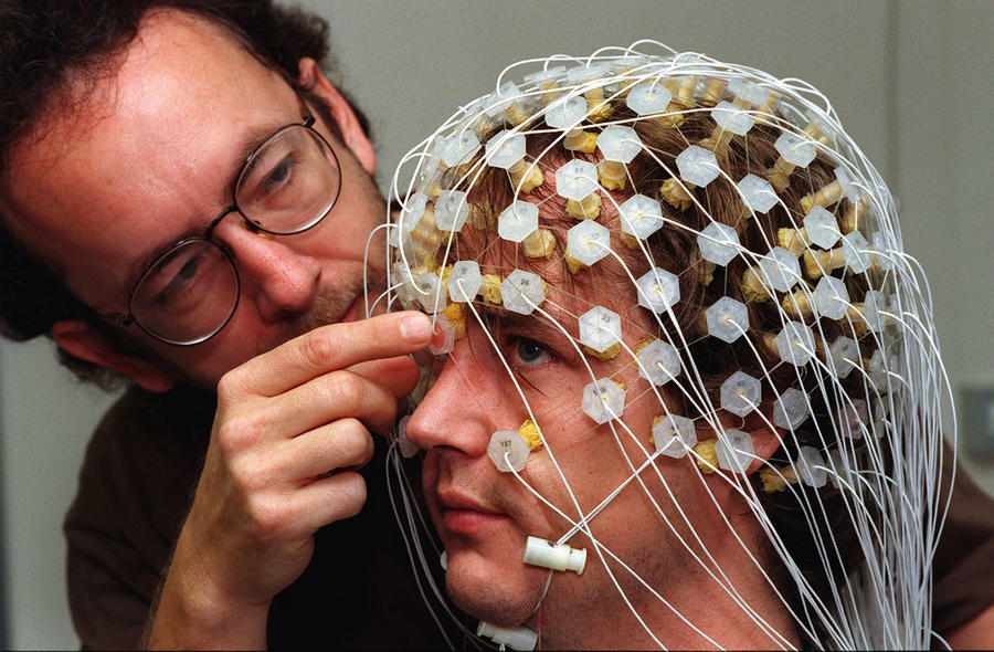 На одной волне: учёные доказали синхронизацию работы мозга людей в коллективе