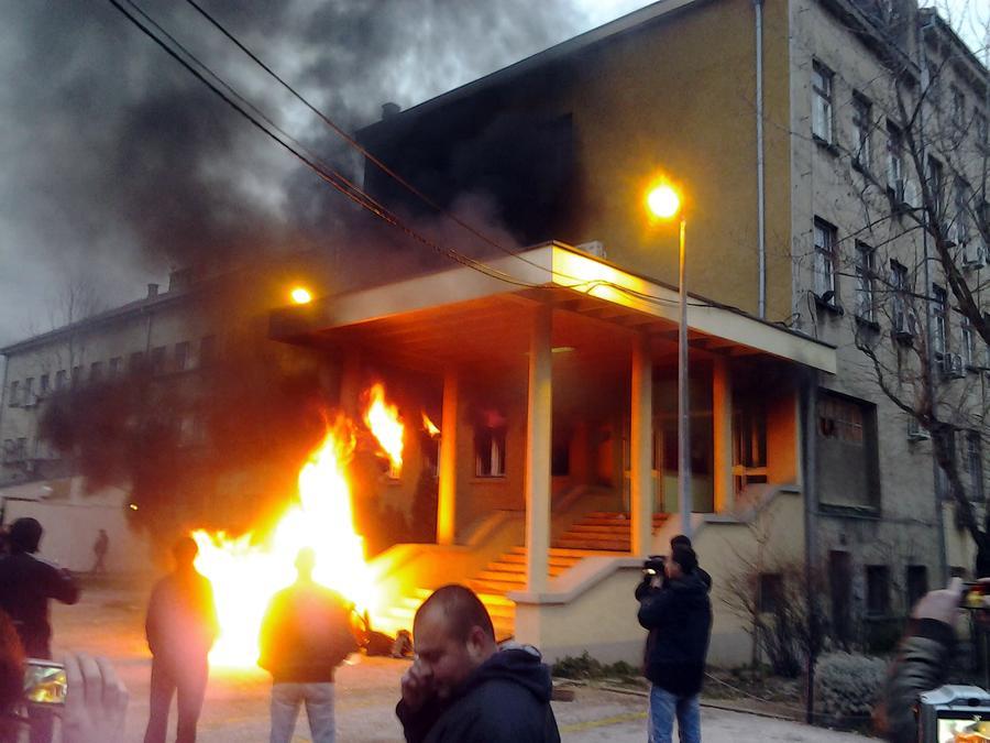 Глава боснийского кантона Сараево подал в отставку из-за социальных протестов